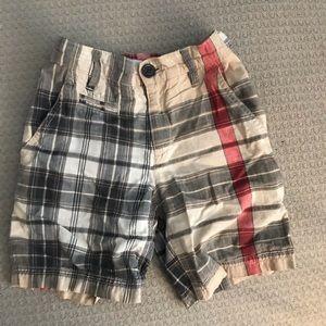 Boys Burberry shorts sz 5 Y